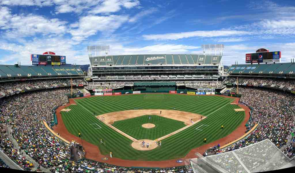 Should You Go to a San Francisco Giants or an Oakland A's Game? Bay Area MLB Experiences and Stadiums Compared